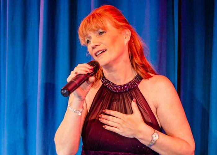 Sandy Singing